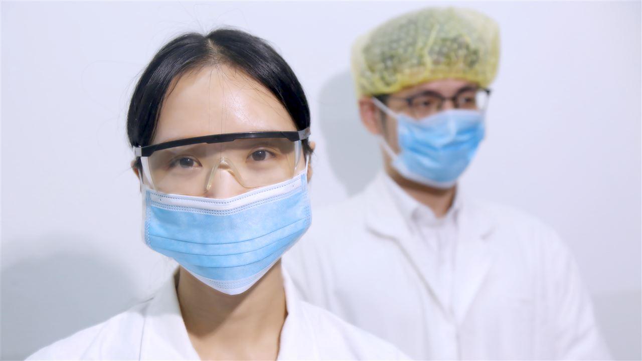 口罩化妆品 科学仪器守护少女的明媚心情