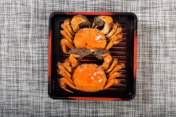 吃活蟹只是为了更好吃?科学仪器揭露死蟹不能吃的真相